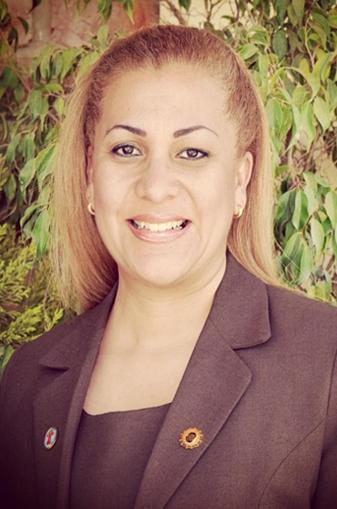 Dra. Claudia Viveros Lorenzo